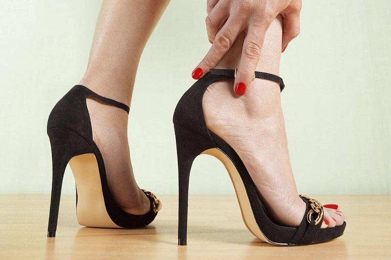 https: img.okeinfo.net content 2018 09 21 194 1953886 tampil-trendi-dengan-pilihan-sepatu-heels-antipegal-rrjrbHnvwB.jpg