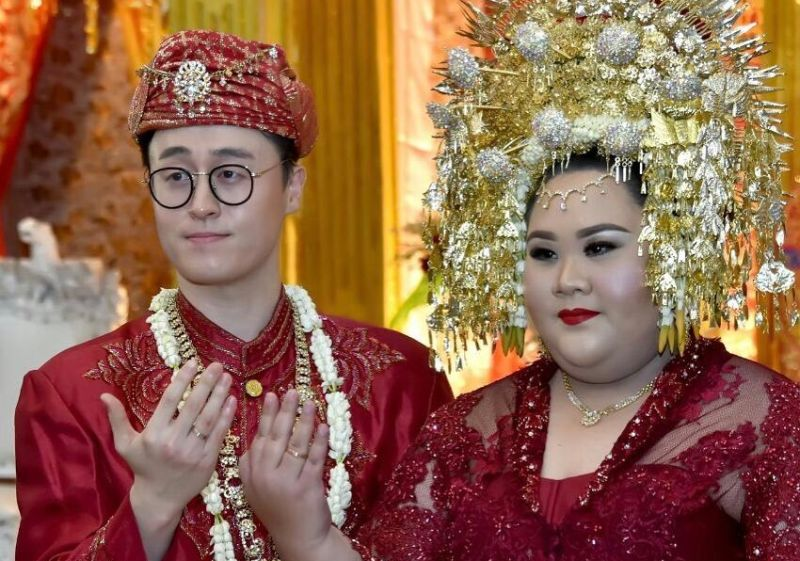 https: img.okeinfo.net content 2018 09 21 196 1953685 sempat-rasakan-sadisnya-hinaan-cinta-wanita-indonesia-dinikahi-pria-korea-ini-curi-perhatian-WyIWAFxEnA.jpg