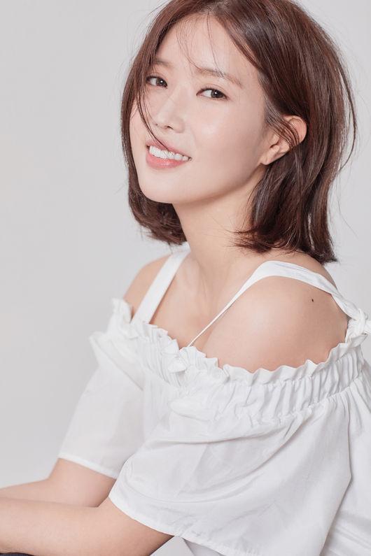 https: img.okeinfo.net content 2018 09 22 598 1954221 kerja-bareng-im-soo-hyang-tak-henti-memuji-cha-eun-woo-astro-0zMxBApDRX.jpg