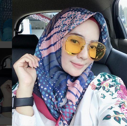 https: img.okeinfo.net content 2018 09 24 194 1954680 mengenal-istri-kapten-persib-lilis-yamaini-hijabers-yang-geulis-pisan-GFl19BvRB3.JPG