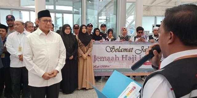 https: img.okeinfo.net content 2018 09 25 398 1955575 dilepas-menag-lukman-seluruh-jamaah-haji-indonesia-resmi-tinggalkan-saudi-RXEwN3ZF4V.jpg