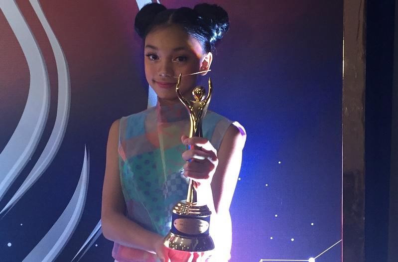 https: img.okeinfo.net content 2018 09 27 205 1956370 menang-ami-awards-2018-naura-termotivasi-untuk-makin-giat-berlatih-McWfxQTn6s.jpg