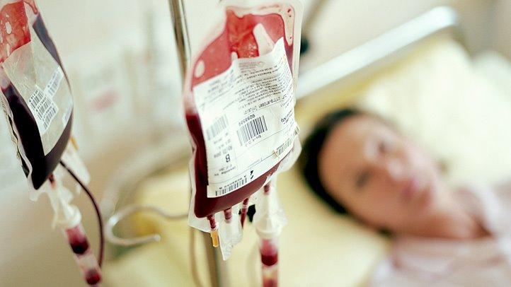 https: img.okeinfo.net content 2018 09 27 481 1956405 tenaga-medis-lalai-sebabkan-pasien-tertular-penyakit-saat-transfusi-darah-CQWMhGr80w.jpg