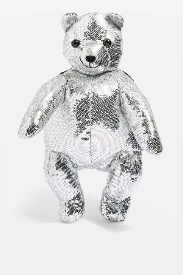 https: img.okeinfo.net content 2018 09 28 194 1956754 tren-kembali-tas-teddy-bear-jadi-fashion-item-favorit-99T4sNgHlH.jpg