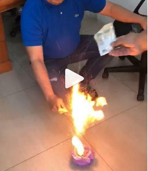 https: img.okeinfo.net content 2018 10 01 481 1957887 viral-bubuk-kopi-terbakar-saat-disulut-api-bpom-produk-itu-aman-Oktn4sc7MD.JPG