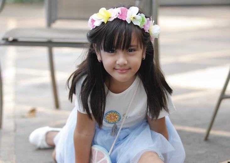 https: img.okeinfo.net content 2018 10 02 194 1958703 gemasnya-penampilan-ceria-mikhayla-putri-nia-ramadhani-AFm5qvZf1C.jpg
