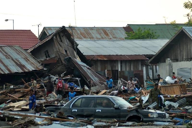 https: img.okeinfo.net content 2018 10 03 56 1958942 satelit-tangkap-gambar-lebih-dari-5-000-bangunan-rusak-akibat-gempa-palu-dan-donggala-99LJfk48en.jpg