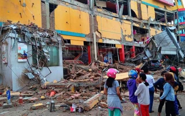 https: img.okeinfo.net content 2018 10 04 337 1959502 korban-gempa-2-kecamatan-di-donggala-terisolasi-belum-tersentuh-bantuan-Y7OlaYl30T.jpg