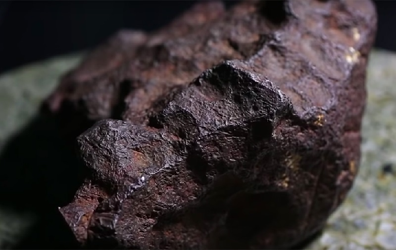 https: img.okeinfo.net content 2018 10 06 56 1960490 ditemukan-batu-meteorit-seharga-rp1-5-miliar-lpfw1O6oYO.jpg