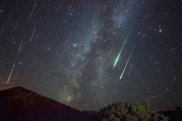 https: img.okeinfo.net content 2018 10 06 56 1960531 ini-kata-ilmuwan-soal-fenomena-hujan-meteor-d8gqJoF3fN.jpg