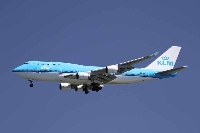 https: img.okeinfo.net content 2018 10 09 18 1961643 belanda-kerahkan-dua-jet-f-16-gara-gara-penumpang-pesawat-yang-mengamuk-iydJFsmpXq.jpg