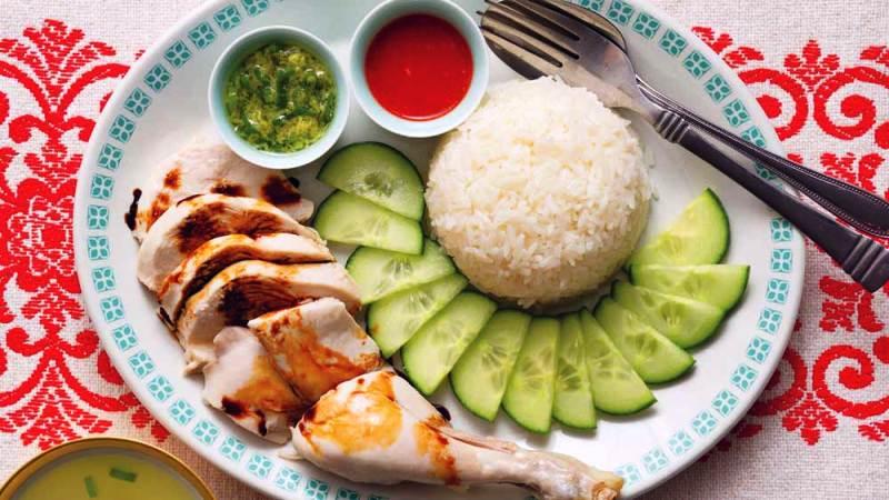 https: img.okeinfo.net content 2018 10 11 298 1962526 bikin-sendiri-hainan-chicken-rice-kuliner-singapura-yang-dibilang-sandiaga-uno-mahal-di-indonesia-lAPr9QMp2p.jpg