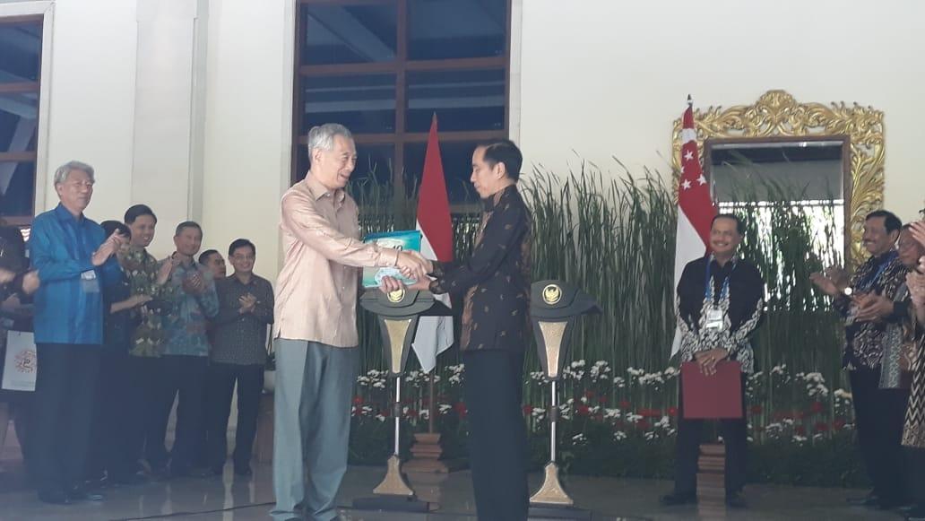 https: img.okeinfo.net content 2018 10 11 320 1962733 hasil-pertemuan-jokowi-pm-lee-ri-dan-singapura-sepakat-buka-jalur-kapar-pesiar-oPXzrUpVmk.jpeg