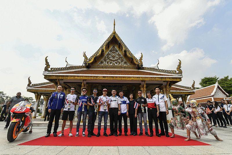 https: img.okeinfo.net content 2018 10 11 38 1962766 repsol-honda-senang-dengan-antusias-masyarakat-sambut-motogp-thailand-SMFsrs0oB9.jpg