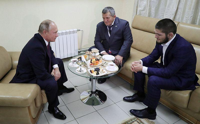 https: img.okeinfo.net content 2018 10 11 43 1962601 khabib-nurmagomedov-dapat-dukungan-dari-presiden-rusia-wxoj8qUJb0.JPG