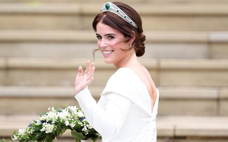 https: img.okeinfo.net content 2018 10 12 194 1963309 di-royal-wedding-putri-eugenie-kenakan-perhiasan-serba-berlian-reMV65pFY2.jpeg
