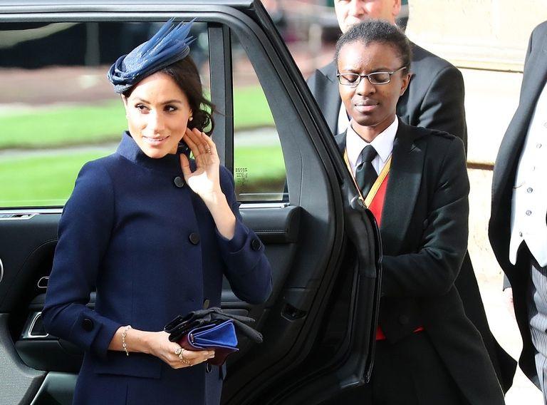 https: img.okeinfo.net content 2018 10 12 194 1963319 hadiri-royal-wedding-putri-eugenie-meghan-markle-setia-kenakan-dress-rancangan-givenchy-3FD7XQfI6S.jpg