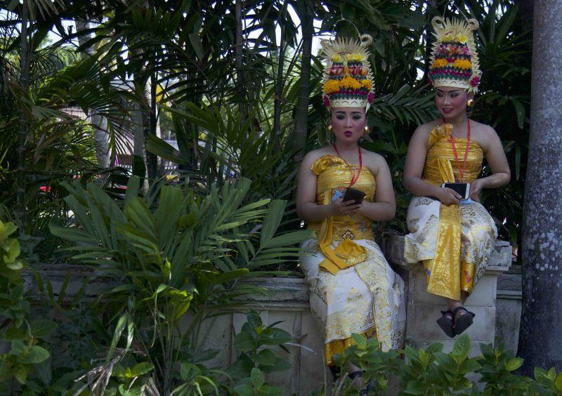 https: img.okeinfo.net content 2018 10 12 278 1963244 foto-eksotisnya-karnaval-budaya-bali-saat-pertemuan-imf-world-bank-2018-z6K9ttWXz4.jpeg