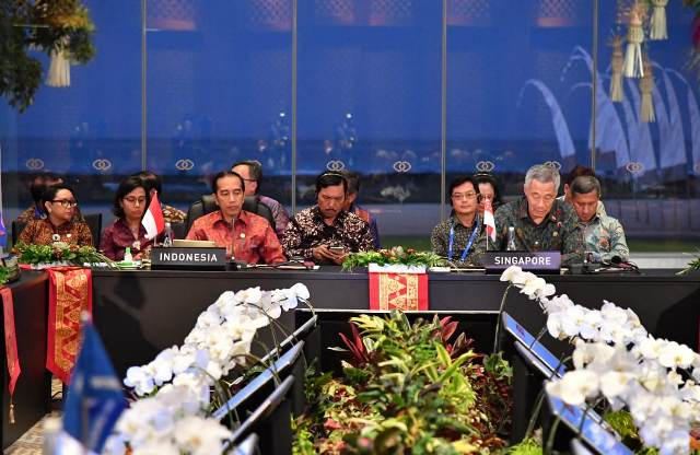 https: img.okeinfo.net content 2018 10 12 337 1962914 jokowi-sampaikan-5-usulan-di-asean-leaders-gathering-2018-Gtqn7NPrJ3.jpg