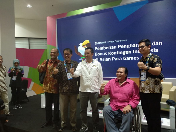 https: img.okeinfo.net content 2018 10 12 43 1963147 menpora-sebut-rincian-bonus-atlet-indonesia-peraih-medali-asian-para-games-2018-AIxiMKMgRi.jpg