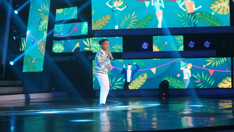https: img.okeinfo.net content 2018 10 12 598 1963205 michael-sukses-buka-spektakuler-showcase-indonesian-idol-junior-2018-yhJznpjHbf.jpg