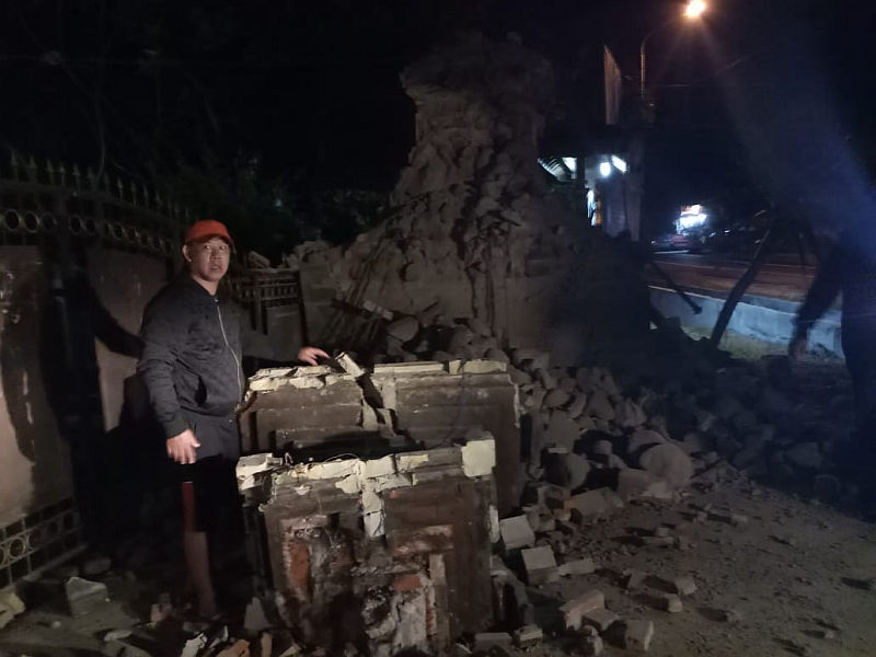 https: img.okeinfo.net content 2018 10 14 519 1963723 perbaiki-rumah-rusak-akibat-gempa-pemprov-jatim-gelontorkan-rp23-7-miliar-lSdXUvtSL7.jpg
