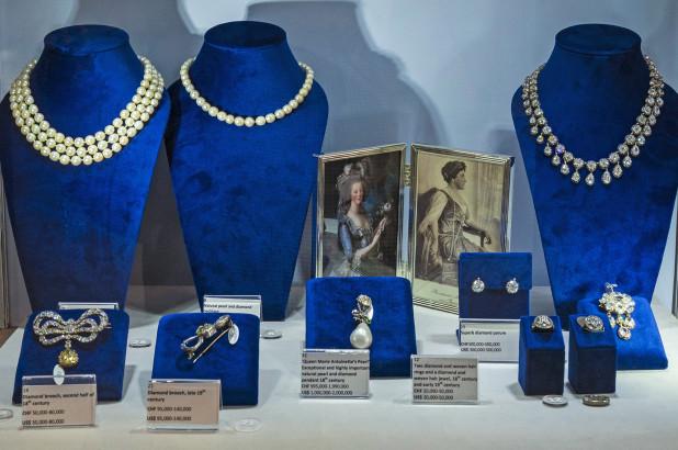 https: img.okeinfo.net content 2018 10 15 194 1964264 perhiasan-milik-mendiang-ratu-marie-antoinette-dilelang-dengan-harga-ratusan-miliar-9mTng9zKgJ.jpg