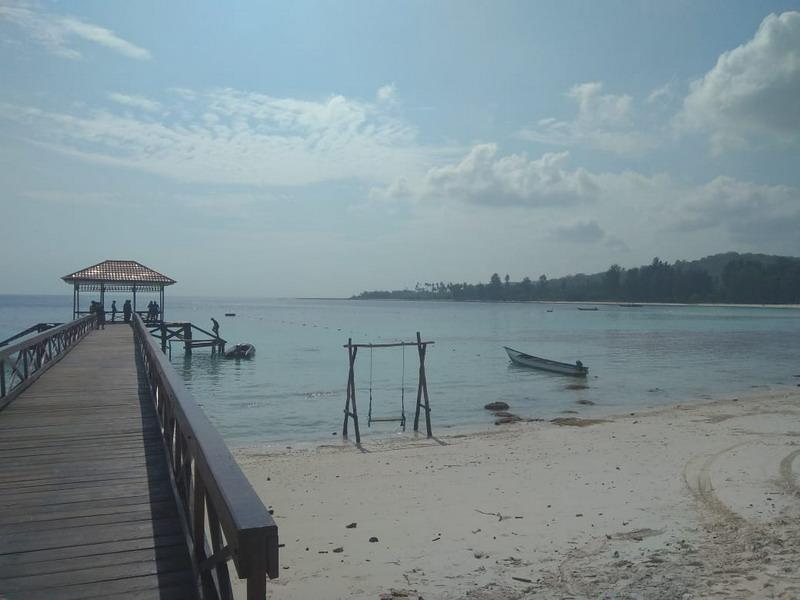 https: img.okeinfo.net content 2018 10 15 406 1964056 indahnya-pantai-jikumerasa-lokasi-festival-pesona-bupalo-2018-bYUuA4NF3i.jpg