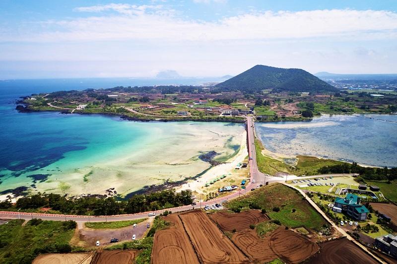 https: img.okeinfo.net content 2018 10 16 406 1964609 bikin-sim-sekaligus-liburan-di-pulau-jeju-jadi-fenomena-travel-baru-di-korsel-LACb0nIxtc.jpg
