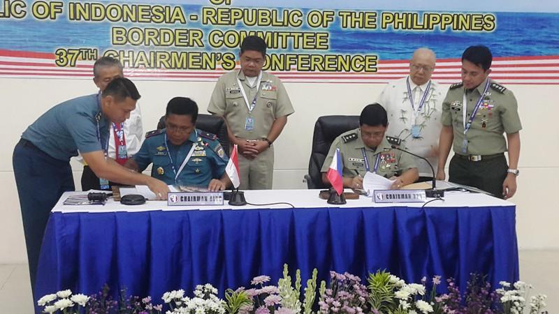 https: img.okeinfo.net content 2018 10 17 519 1965437 sidang-perbatasan-ri-filipina-hasilkan-10-kesepakatan-3Yb4jcOdJP.jpg