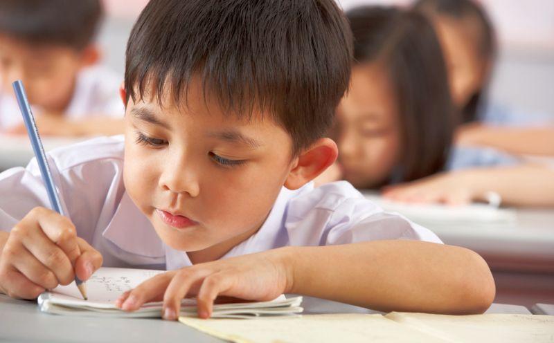 https: img.okeinfo.net content 2018 10 17 65 1965241 pendidikan-di-singapura-tinggalkan-sistem-peringkat-di-kelas-Pg0VgixAVN.jpg