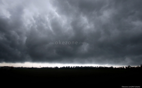 https: img.okeinfo.net content 2018 10 18 338 1965507 siang-ini-jakarta-diprediksi-mulai-diguyur-hujan-ZtiEgcsPwe.jpg