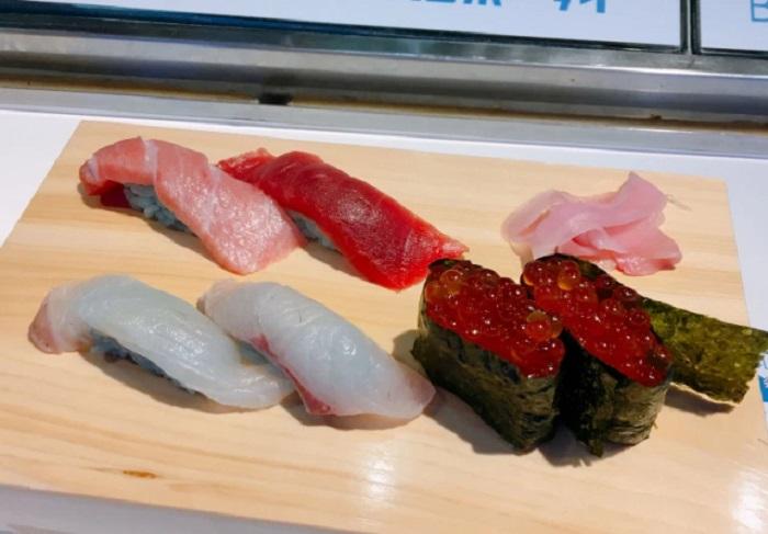 https: img.okeinfo.net content 2018 10 19 298 1966250 restoran-asal-jepang-luncurkan-olahan-sushi-bernuansa-biru-berani-coba-7Pj5MILJ4M.jpg
