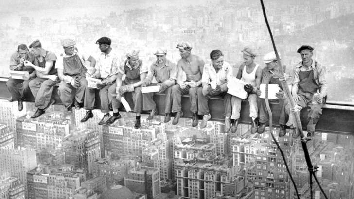 https: img.okeinfo.net content 2018 10 22 18 1967302 foto-makan-siang-di-gedung-pencakar-langit-masih-misteri-MuPEt8Uu5o.jpg