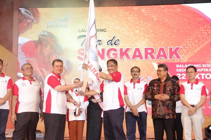 https: img.okeinfo.net content 2018 10 23 337 1967668 jadi-sport-tourism-terbesar-di-indonesia-15-tim-mancanegara-ikut-tds-2018-I39er5TcGE.jpg