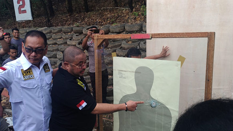 https: img.okeinfo.net content 2018 10 23 338 1967731 polisi-jajal-senjata-glock-17-yang-digunakan-tersangka-penembakan-gedung-dpr-KwN7hJEYfZ.jpg
