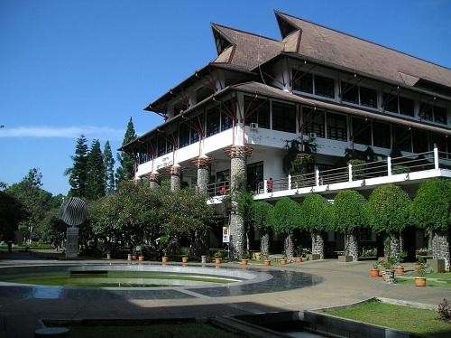 https: img.okeinfo.net content 2018 10 24 65 1968462 9-kampus-dengan-publikasi-riset-terbanyak-di-indonesia-t6YNQwdpAK.jpg