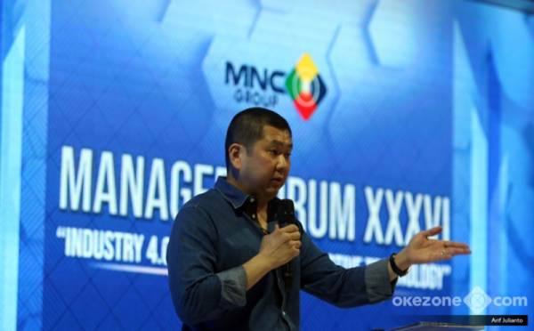 https: img.okeinfo.net content 2018 10 25 320 1968978 hadapi-industri-4-0-hary-tanoe-business-model-perusahaan-harus-beda-9t9hpo4VHQ.jpg