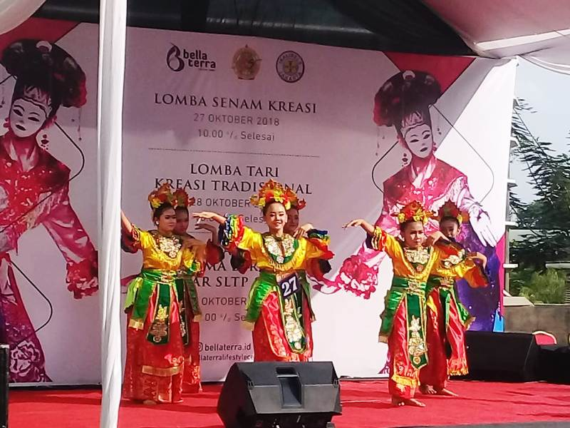https: img.okeinfo.net content 2018 10 29 338 1970607 semarak-tari-tradisional-menggema-di-jakarta-utara-rtbqk6rAWK.jpg