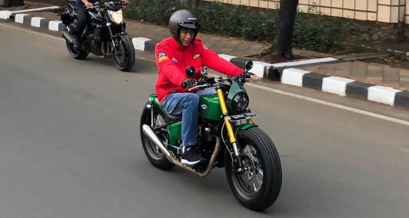 https: img.okeinfo.net content 2018 11 05 15 1973453 dua-merek-sepeda-motor-yang-jadi-pilihan-jokowi-7CpmYvIrsZ.jpg