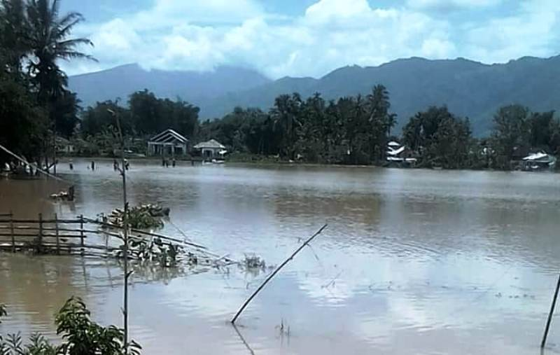 https: img.okeinfo.net content 2018 11 05 340 1973706 banjir-rendam-dua-kecamatan-di-kerinci-aktivitas-warga-lumpuh-raYMlFAxPH.jpg