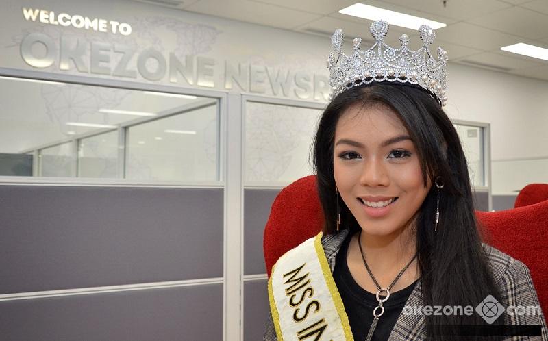 https: img.okeinfo.net content 2018 11 07 194 1974632 intip-miss-indonesia-2018-alya-nurshabrina-melukis-gaun-spesial-untuk-miss-world-2018-Zsssn7Gmae.jpg