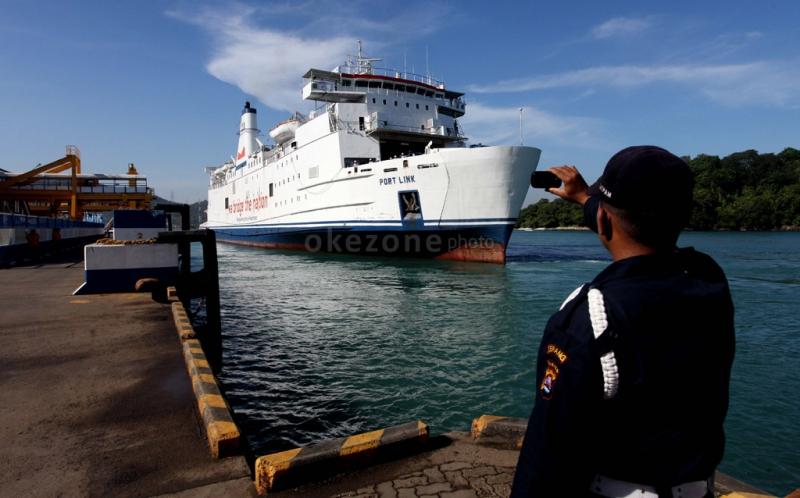 https: img.okeinfo.net content 2018 11 07 320 1974670 kapal-feri-merak-bakauheni-wajib-berukuran-5-000-gt-iQEs9onwZo.jpg