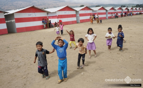 https: img.okeinfo.net content 2018 11 10 340 1976021 ratusan-korban-gempa-lombok-masih-tinggal-di-pengungsian-PZ9cHmJqfL.jpg