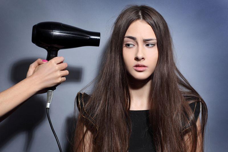 https: img.okeinfo.net content 2018 11 10 611 1975972 jangan-sampai-salah-ini-5-langkah-pakai-hair-dryer-tanpa-merusak-rambut-PYBmFfQfUN.jpg