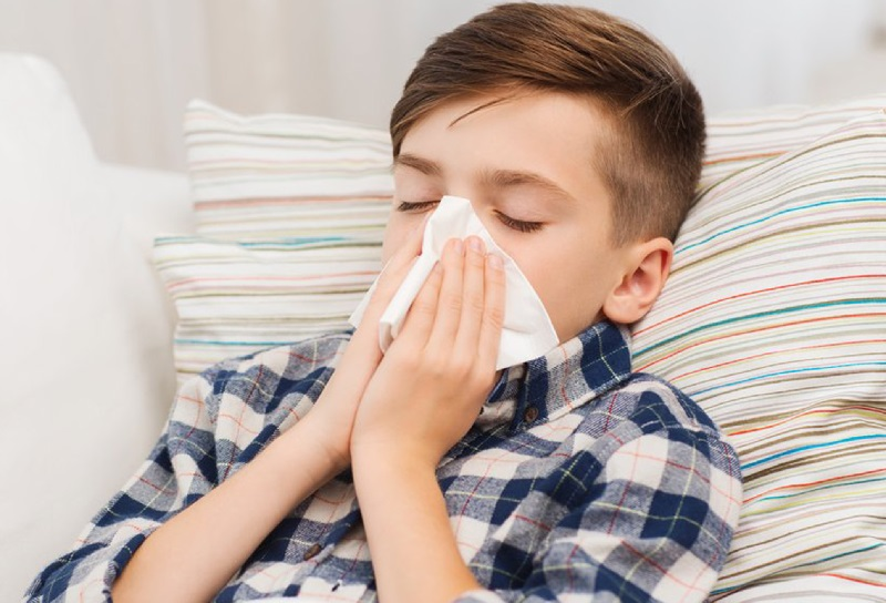Hidung meler akibat rhinitis vasomotor biasanya akan sembuh sendiri setelah tidak lagi terpapar udara dingin.