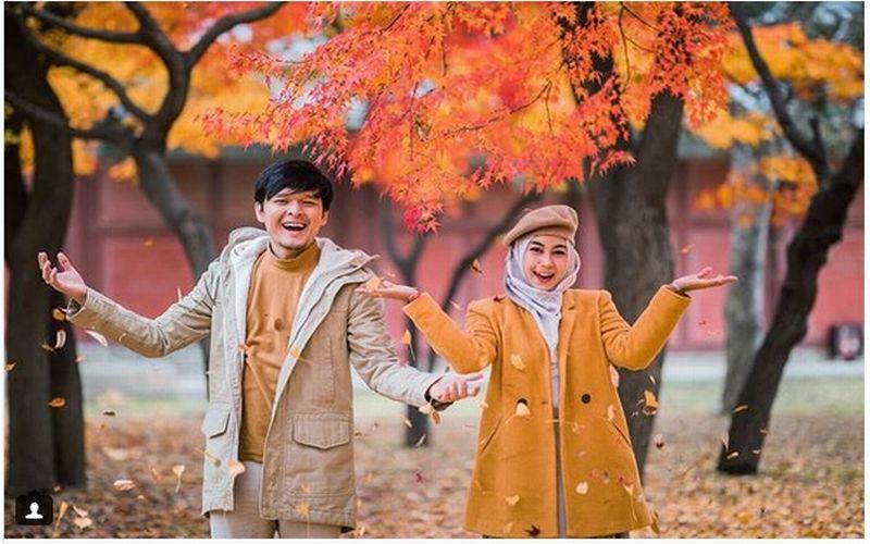 https: img.okeinfo.net content 2018 11 16 406 1978772 5-potret-kemesraan-anisa-rahma-suami-bulan-madu-di-korea-kompak-banget-50L3JD90i4.jpg