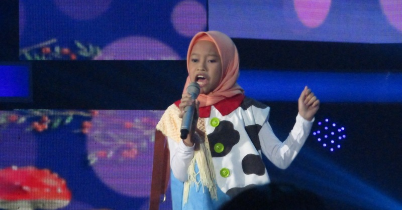 https: img.okeinfo.net content 2018 11 16 598 1978826 rizky-febian-kaget-dengan-aksi-raisya-di-top-7-indonesian-idol-junior-JEnixZP1Bm.JPG