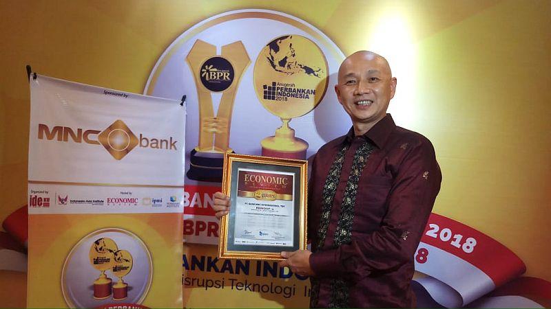 https: img.okeinfo.net content 2018 11 19 320 1980013 mnc-bank-raih-penghargaan-anugerah-perbankan-indonesia-2018-tsvzMR1IAi.jpg