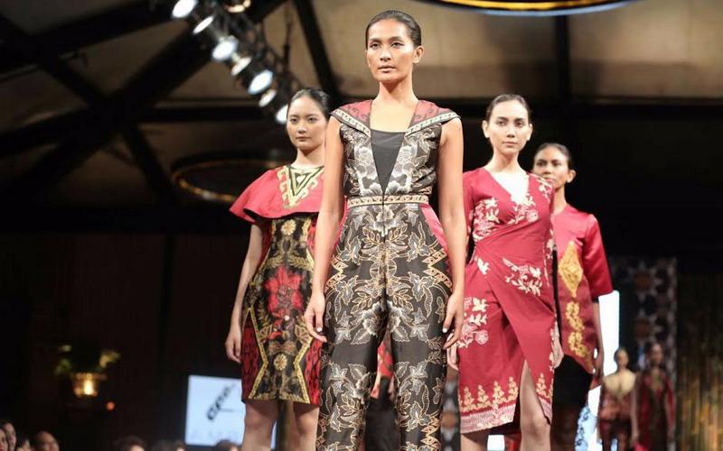https: img.okeinfo.net content 2018 11 21 194 1980670 bagaimana-pasar-batik-tulis-di-kancah-eropa-designer-irma-susanti-beberkan-faktanya-v6w2k7sZBK.jpg